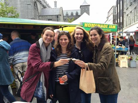 Carla Winter and 3 other Mitchell Scholars enjoying oysters at the Galway farmers market